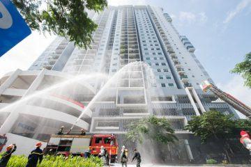 Ấn tượng với những hình ảnh cứu nạn, chữa cháy giả định ở tòa nhà cao tầng tại quận Hoàng Mai